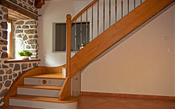 Escaliers bois cantal sur mesure ydes for Escalier en bois sur mesure
